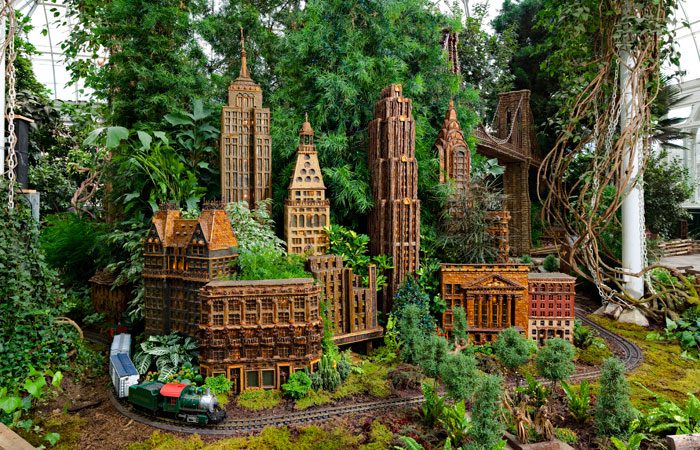Photos The Holiday Train Show At The New York Botanical Garden Treasures Of New York On Pbs