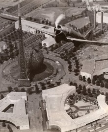 To exhibit fastes fighting plane at new york world's fair, 1938 vintage genaltin silber prints figt of irene feldman