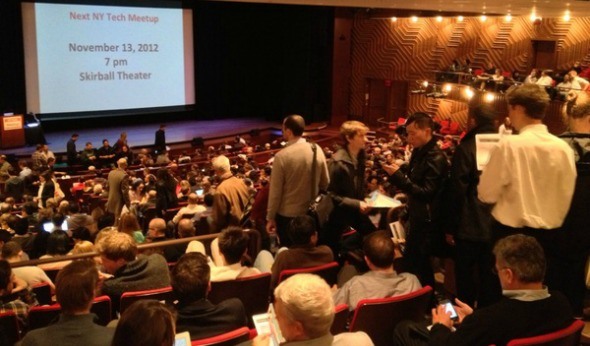 Hundreds filled the Skirball Center at NYU for the NY Tech Meetup in October. Flickr/고재필
