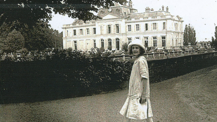 Empty Mansions and the Mysterious Life of Huguette Clark