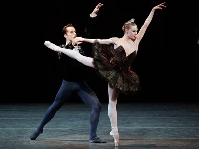 Jared Angle and Sara Mearns in Swan Lake. Photo by Paul Kolnik.